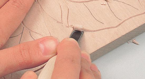 平刀の使い方|彫り跡を整えながら深彫り