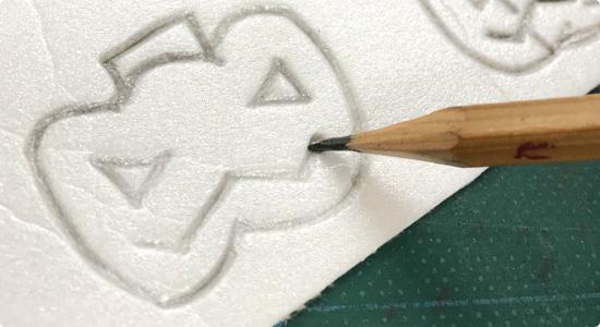鉛筆で絵を描く